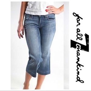 💕SALE💕 7 For all Mankind Crop Jeans